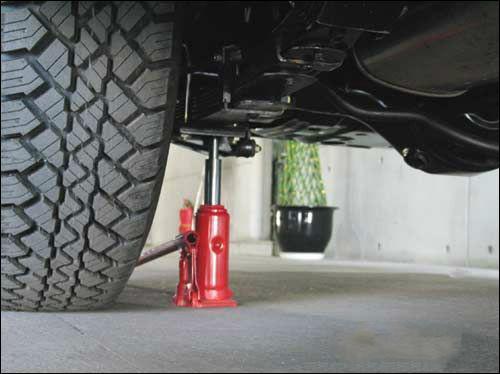 千斤ding在高级私jia轿车维修中的使用